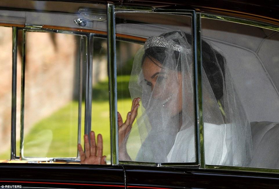 Меган Маркл дорогою на шлюб.