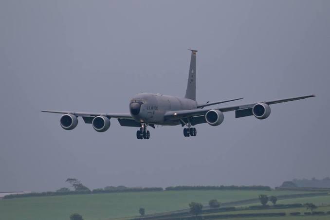 5 військових літаків США