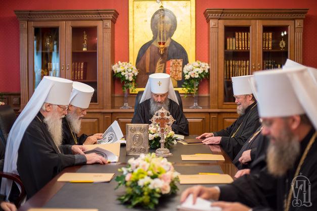 Собор УПЦ МП заборонив єпископам брати участь в Об'єднавчому соборі