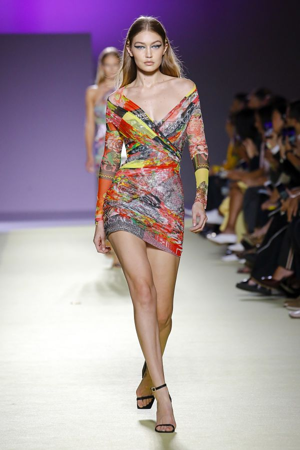 Джіджі Хадід. Versace. Показ на тижні моди в Мілані
