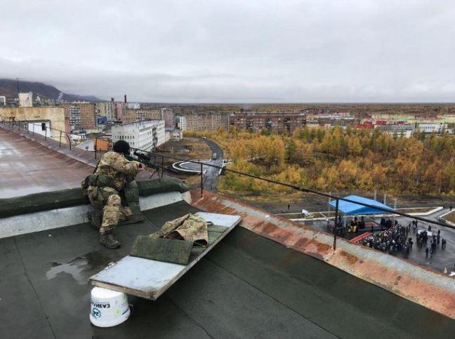 Снайпер на даху у Норильську
