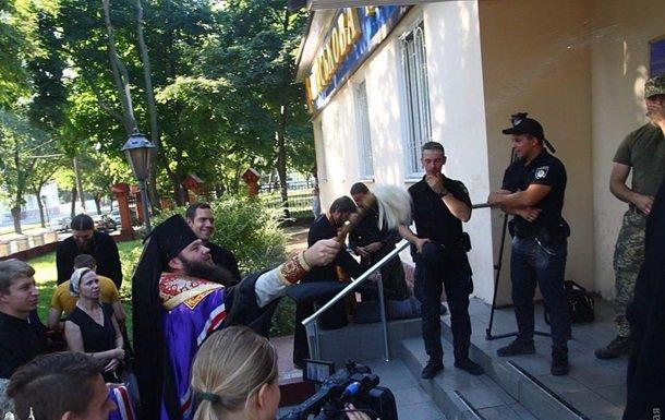 Не пустили московських попів. Міноборони нагородило двох військових