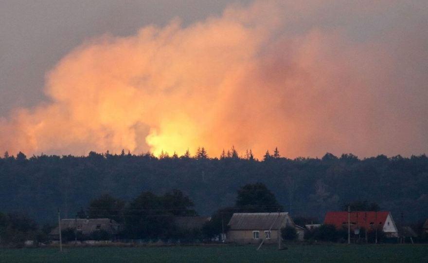 На складі в Ічні ще чути поодинокі вибухи – рятувальники