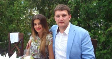 Син відомої української співачки, депутата Верховної Ради і екс-міністра культури Оксани Білозір Андрій