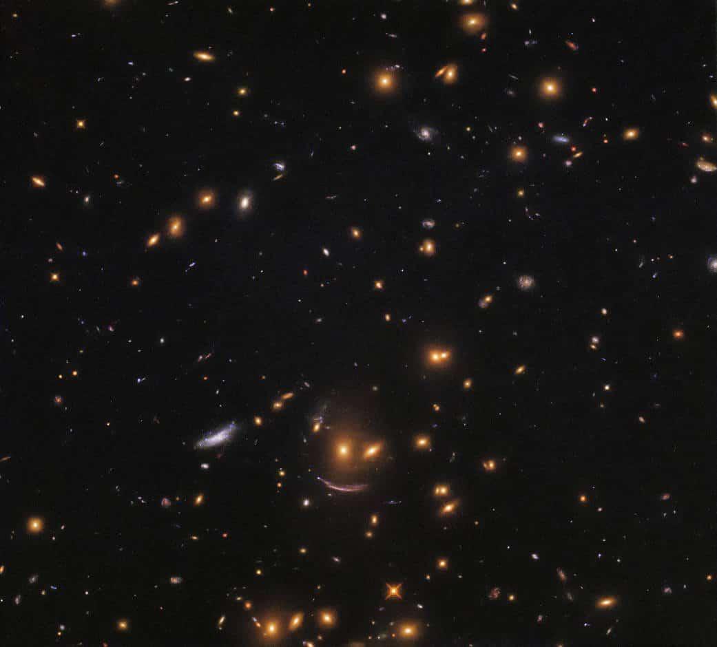Телескоп Hubble сфотографував незвичайну групу галактик