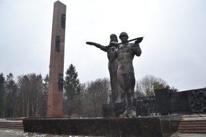 у Львові розпочалися роботи з демонтажу 30-метрової стели так званого монументу слави