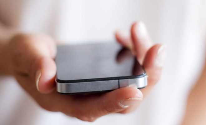 500 «дірок» в очах через яскравий екран смартфону