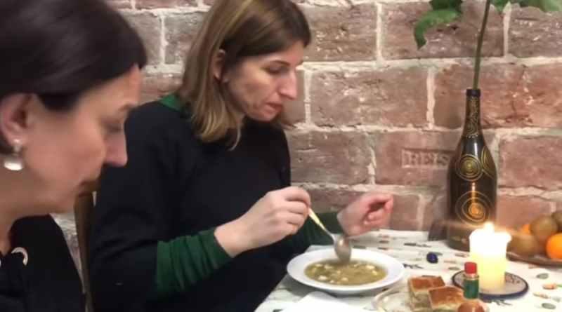 Приготування супу із сочевицею - відеорецепт