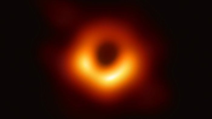 Зображення чорної діри в центрі галактики Мессьє 87