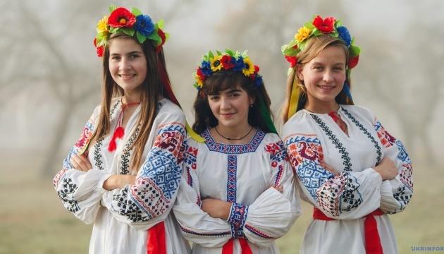 Українки у вишиванках