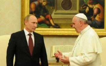 Путін демонстративно запізнився на зустріч з Папою Франциском