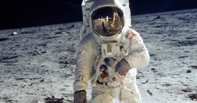 Астронавт на Місяці