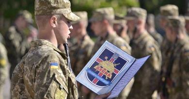 Призовник складає військову присягу