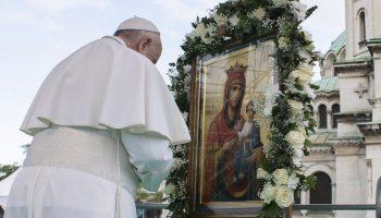 Папа Франциск ввірив світ під покров Діви Марії