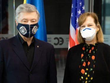 Петро Порошенко зустрівся з тимчасовим повіреним США в Україні Крістіною Квін.