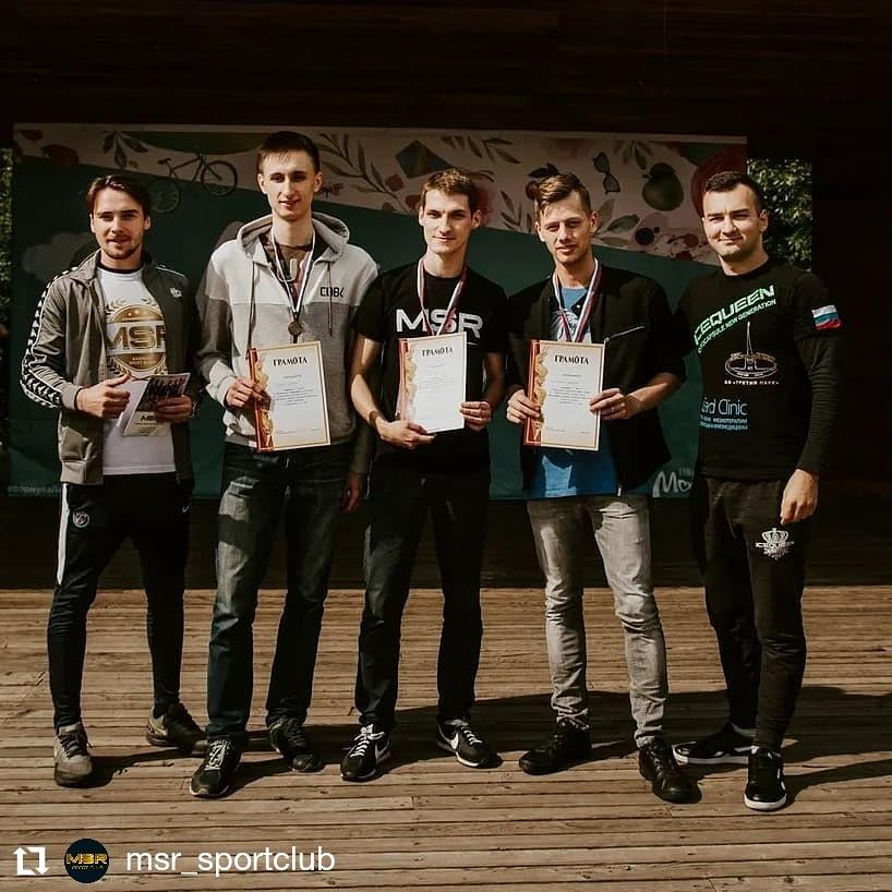 В Гончаровском парке Москвы прошел Чемпионат СВАО Москвы по подтягиваниям, отжиманиям и приседаниям.