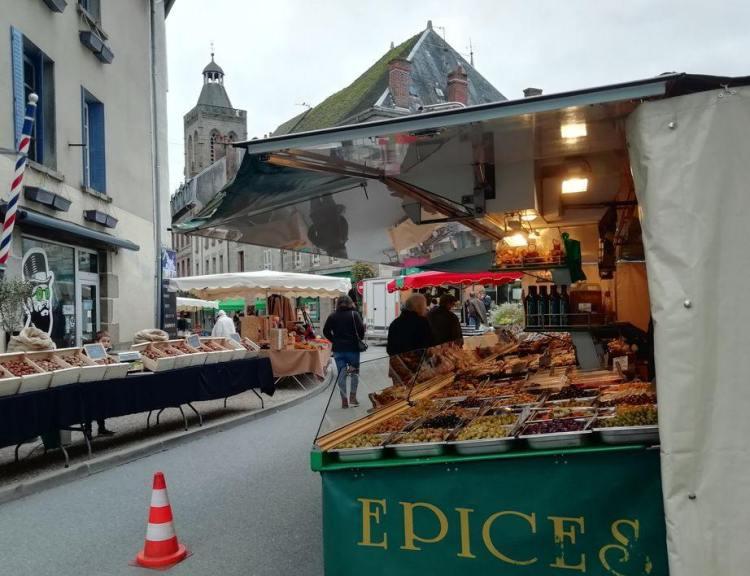 Les epices, et noix, marché de Felletin 2020