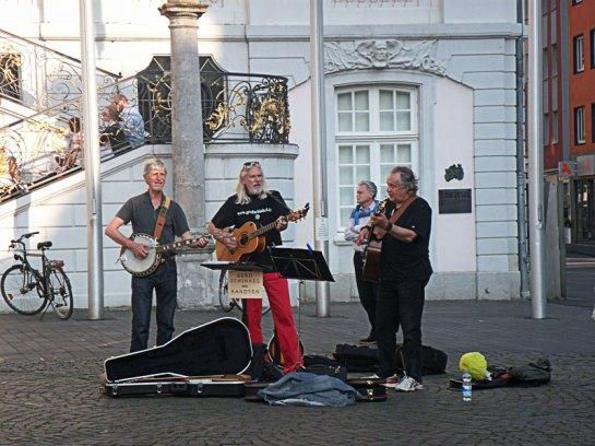 Gerd Schinkel sings his concerns outside Bonn Guildhall