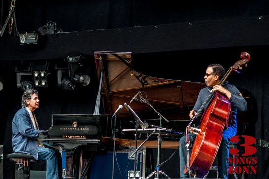 Chick Corea & Stanley Clarke charm the birds from the Kunstrasen trees.