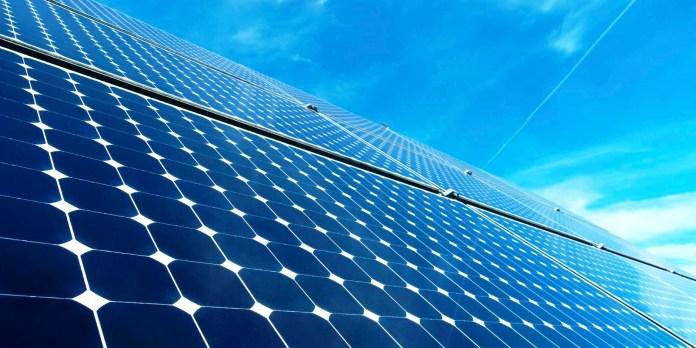 تطوير ألواح شمسية قادرة على تحويل قدر كبير من ضوء الشمس إلى كهرباء