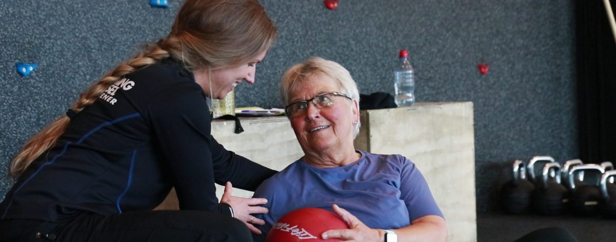Elke (74) trener med Personlig Trener