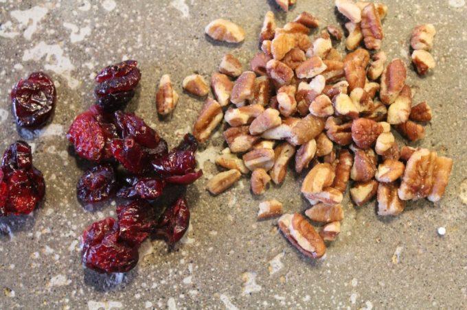 Pecan Cranberry Cookies: 3ten.ca #cookies