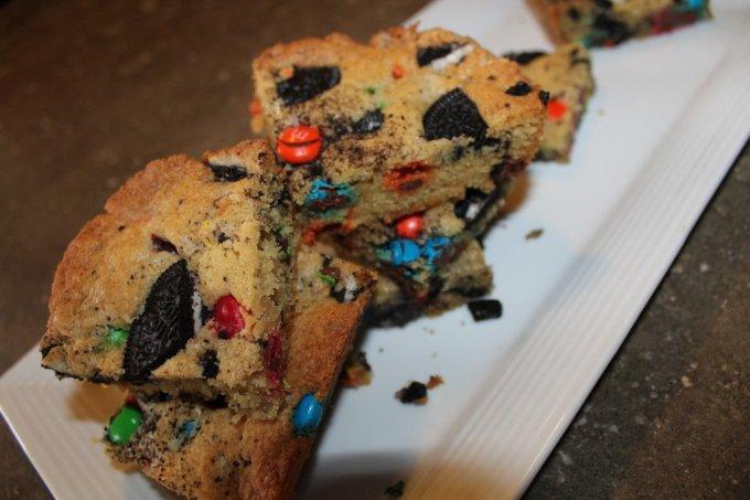 Square M&M and Oreo Cookies: 3ten.ca #cookies #oreo
