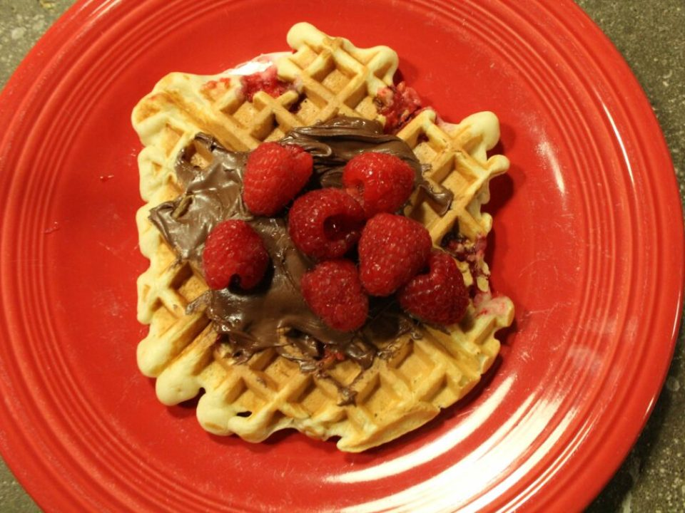 Raspberry Nutella Waffles: 3ten.ca