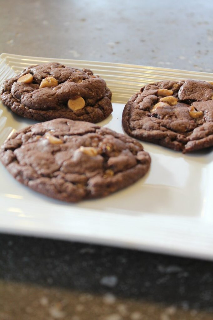 Reese's and Skor Chocolate Cake Mix Cookies: 3ten.ca #cookies #cakemix #skor #resse's