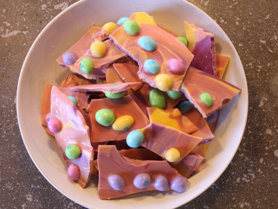 Easter M&M Bark: 3ten.ca