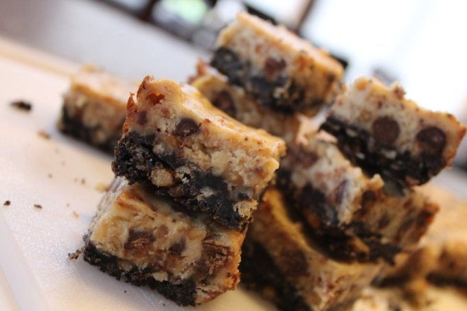 Heath Cheesecake Bars: 3ten.ca #dessert