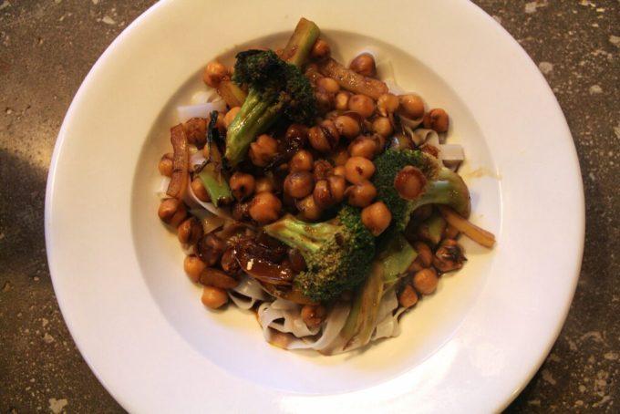 Broccoli Chickpea Noodle Stir-Fry: 3ten.ca