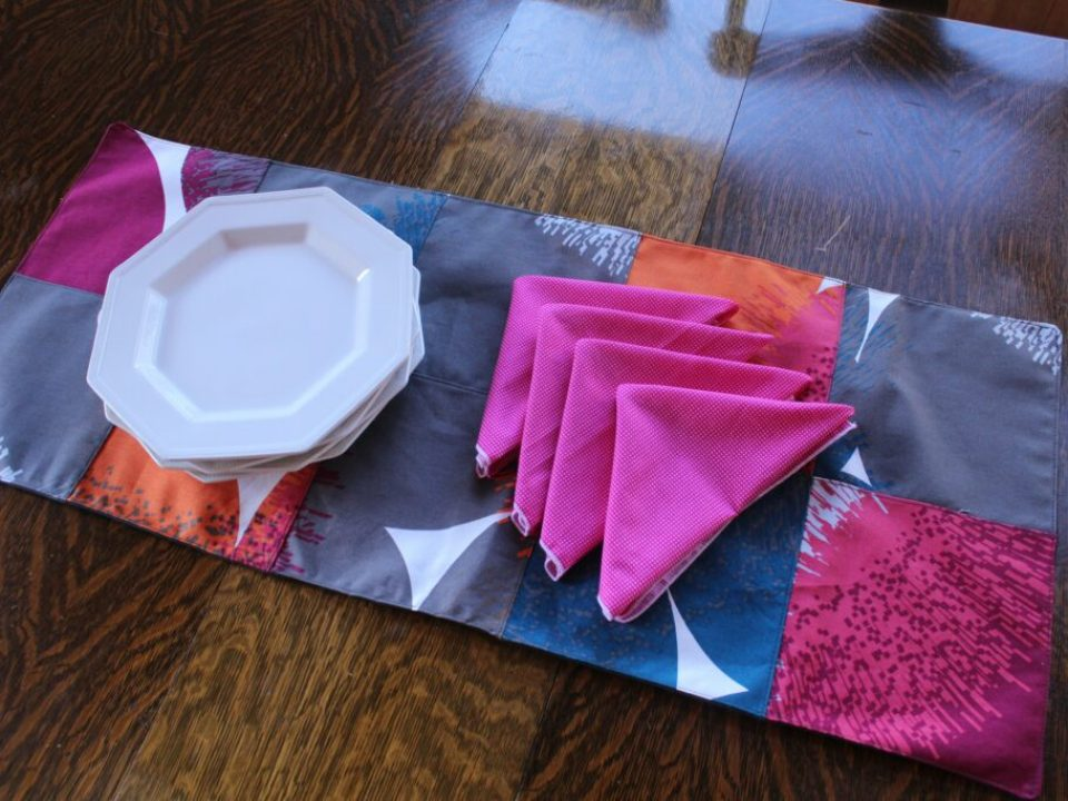 Bold Runner and Napkins: 3ten.ca