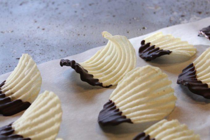 Dark Chocolate Dipped Wavy Chips: 3ten.ca