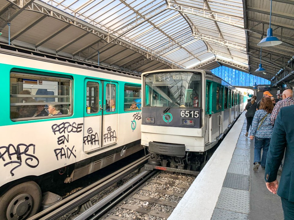 Metro in Paris: 3ten.ca