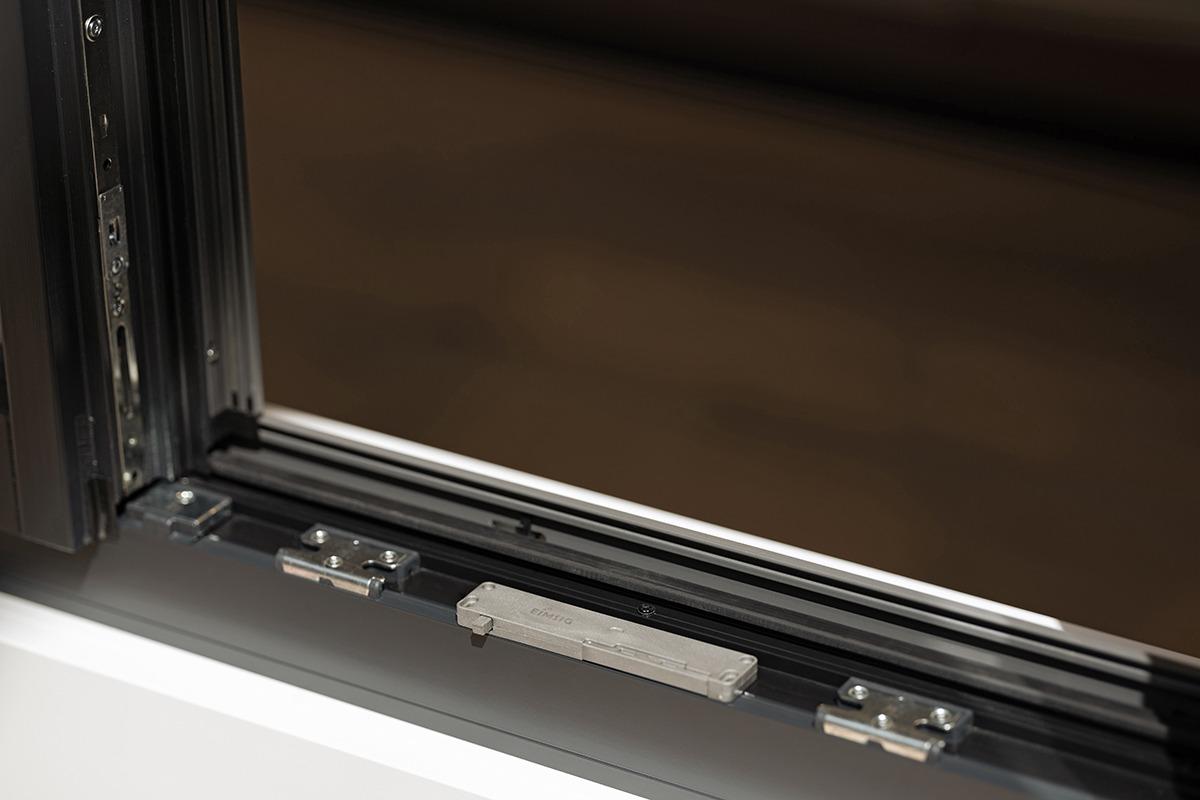 Fenstersensor im Rahmenfalz montiert