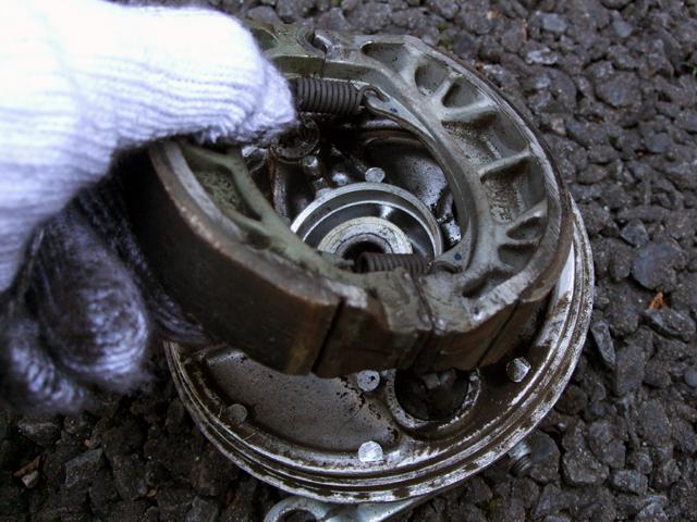 ドラムブレーキの分解
