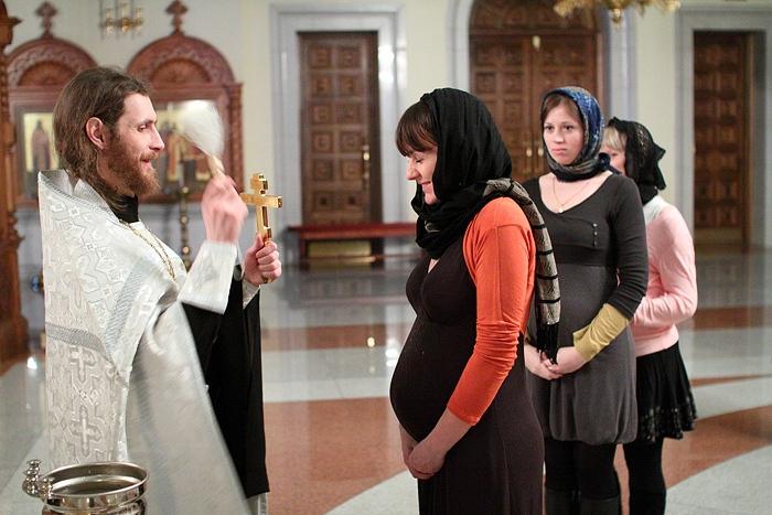 Можно ли быть крестной беременной девушке