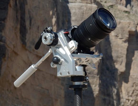Hitch Hiker balanced-motion tripod head boasts smooth ...