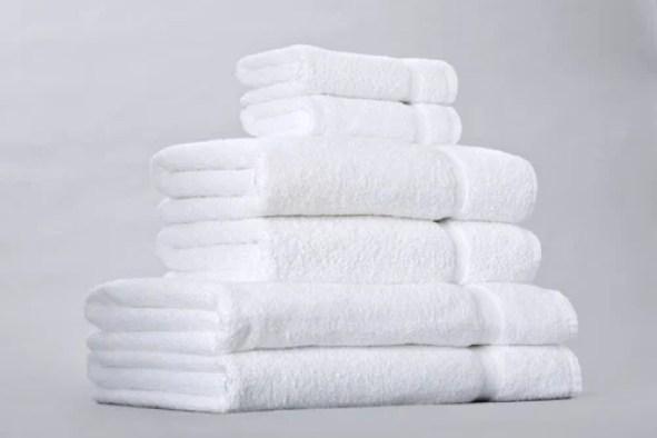 Imagini pentru white hotel towels