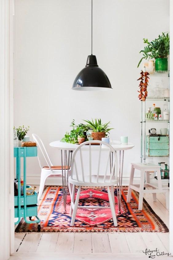 Decorar con alfombras bohemias en el comedor