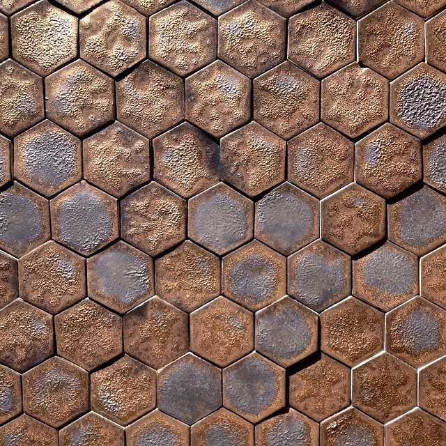 Choose black and gold mini hex tiles for a luxurious feel to your walls 😊 #gold #black #minihex #hexagonal #bling #wall #interior #decadence #decor #walls #handmade #handmadetile #guymitchelldesign #guymitchellart #hex #hexalove #hexagonal #luxury #beautiful #craft #unique #design #home #palace #architecture #alchemy #midas #nofilter #ceramic