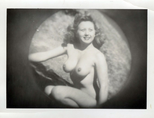 Wow! Forties bombshell!