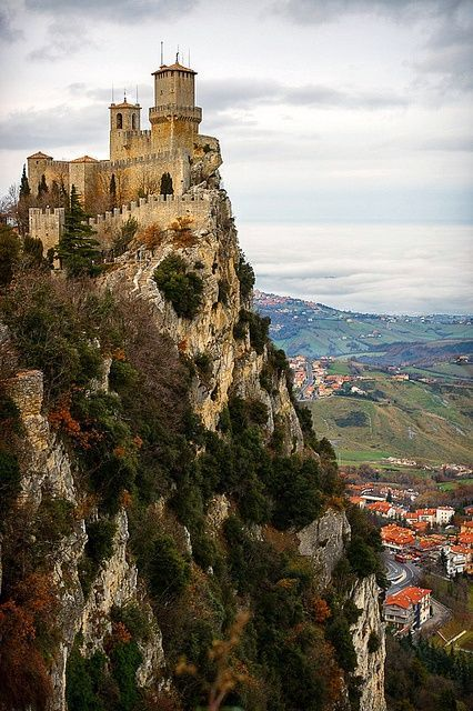 bonitavista:  San Marino, Italy  photo via kristian