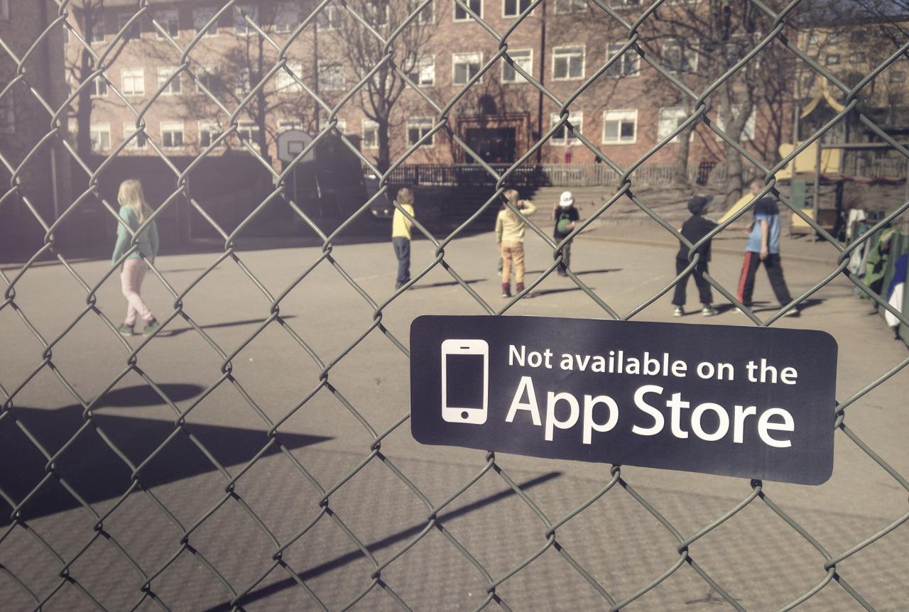 Caio, Linn, Rafa - Not on AppStore 04