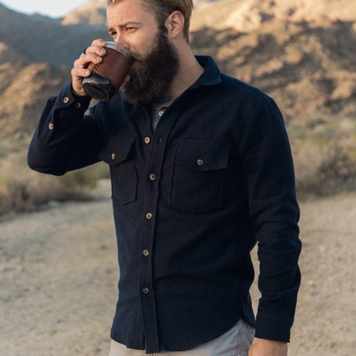 loneflag:Cooler days mean heavier layers. The @bradleymountain traveler mug and @alohasunday Smith wool shirt in the winter air of the desert. If you're out and about on this chilly Monday, hot coffee is brewing at the shop. 📷 @taylorabeel #loneflag #alohasunday #bradleymountain #palmdesert (at Cooling Temps)