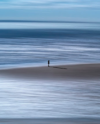 candymapi:  Il mare aveva per lui una parola profonda, piena di rivelazioni subitanee, d'illuminazioni improvvise, di significazioni inaspettate. Gabriele D'Annunzio