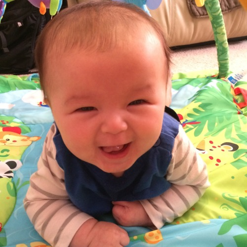 99.9% of the time tummy time is all about Emma screaming bloody murder in the most heartbreaking of ways. But there is that 0.1% of times when she finds it fun.