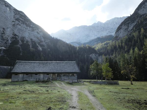 mangia minga // Hallerangerhaus: hiking past the Isar headwaters