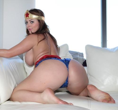 donvito1972:  darren-wilsons-assparade:Sophie Dee + Wonder Woman...
